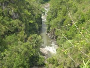 Sungai Maiting sudah terlihat jelas dari kejauhan