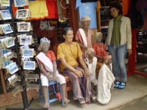 Toko-toko yang menjual berbagai macam barang sebagai oleh-oleh