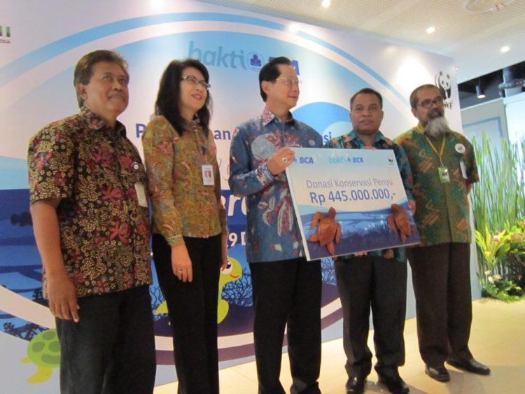 Donasi Untuk Konservasi Penyu Sebesar Rp. 445 Juta Diberikan kepada WWF Indonesia